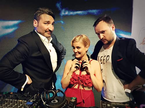 DJ Jennifer Knäble taking over the show. Mousse T. & Felix off the business.